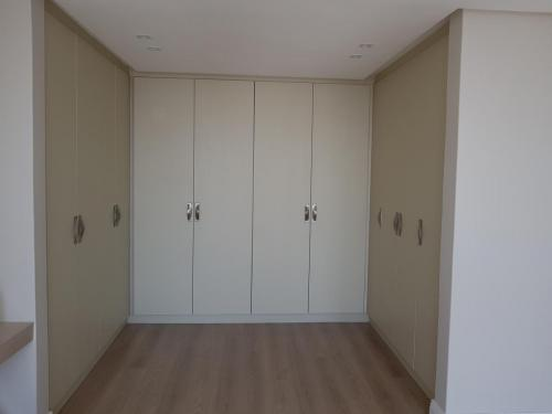 Cupboards Bedroom 23